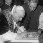 1961 PHOTO OF POPE JOHN XXIII SIGNING EDICT CONVOKING SECOND VATICAN COUNCIL